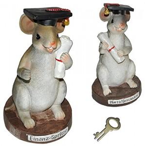 Spardose in Mäusegestalt mit Doktorhut und Schriftrolle