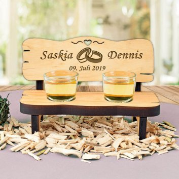 Hochzeitsgeschenk Schnapsbank aus Erlenholz mit Gravur