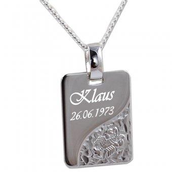 Sternzeichenanhänger 925er Silber mit einem Krebs Motiv und einer persönlichen Widmung.