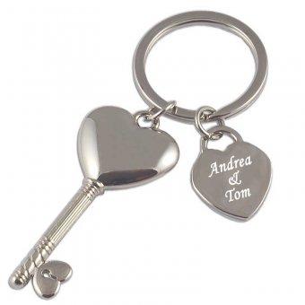 Schlüsselanhänger in Schlüsselform mit persönlichen Namen eingraviert