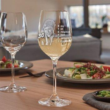Geburtstagsanzeige auf LEONARDO Weißweinglas graviert