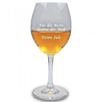 Halb befülltes Weißweinglas mit Gravur