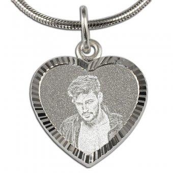 Fotoanhänger Herzform aus 925er Silber mit matter Oberfläche und einem Foto graviert