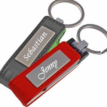 USB Stick Leder mit Gravur in den Farben schwarz oder rot.