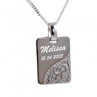 Sternzeichenanhänger 925er Silber mit Motiv Widder in Rechteckform und einer Gravur.