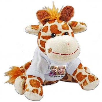 sitzende Kuscheltier Giraffe mit T-Shirt und aufgeruckten Kinderfoto