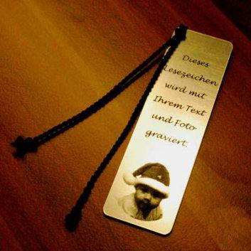 Lesezeichen Silbermatt graviert mit einem Foto und einem Spruch.