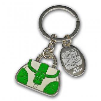 Schlüsselanhänger mit einer grünen Tasche und einem silbernen Plättchen mit einer Fotogravur.