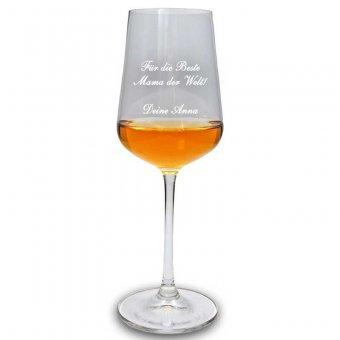 Graviertes premium Weißweinglas befüllt mit Wein