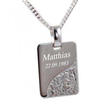 Sternzeichenanhänger aus 925er Silber mit Jungfrau Motiv und einer Widmung. Graviert ist ein Name und ein Datum.