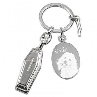 Schlüsselanhänger Sarg mit einem Hund als Fotogravur mit den Namen Mia eingraviert