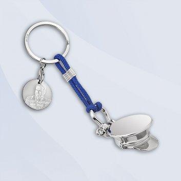 Schlüsselanhänger mit Kapitänsmütze und Gravurplatte im maritimen Design
