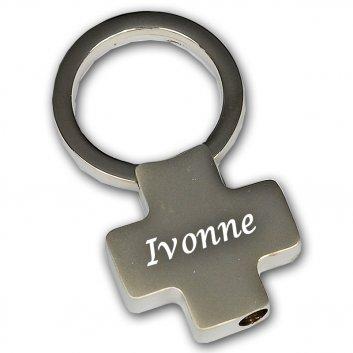 Schlüsselanhänger Venus mit einer Gravur eines Namens.
