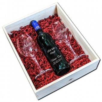 Holzkiste-1er mit einem Deko-Glas mit Gravur und rotem Sizzle