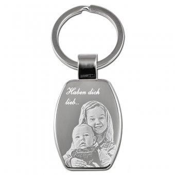 Schlüsselanhänger Rechteck ist an den Kanten abgerundet und ist mit zwei Kindern graviert.