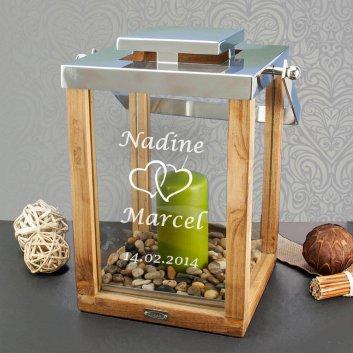 Hochzeitslaterne aus Holz von Edzard mit Herzmotiv graviert