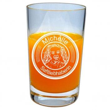 """Fotogramm auf einem befüllten Saftglas mit Namen """"Michelle"""" und """"Saftliebhaberin"""""""