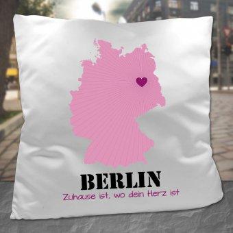 Kissen mit Deutschlandkarte und Herz bei Berlin mit Text Zuhause ist, wo dein Herz ist.