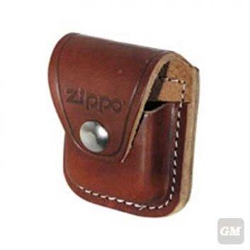 Zippo Tasche braun mit einer Lasche zur Befestigung, aus Leder.