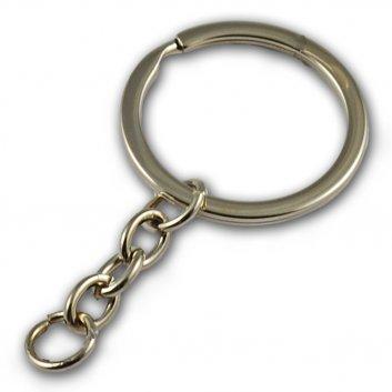 Schlüsselanhänger in Silber mit einem Schlüsselring.