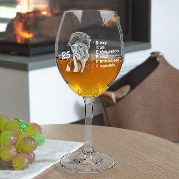 Weißweinglas von LEONARDO mit Namen und Foto graviert